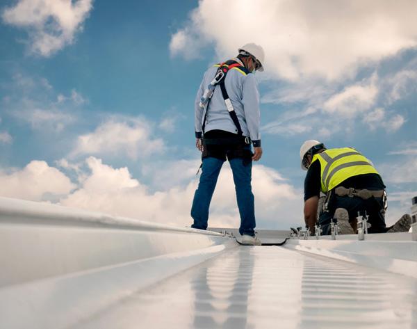 איטום צמנטי על גג מרוצף